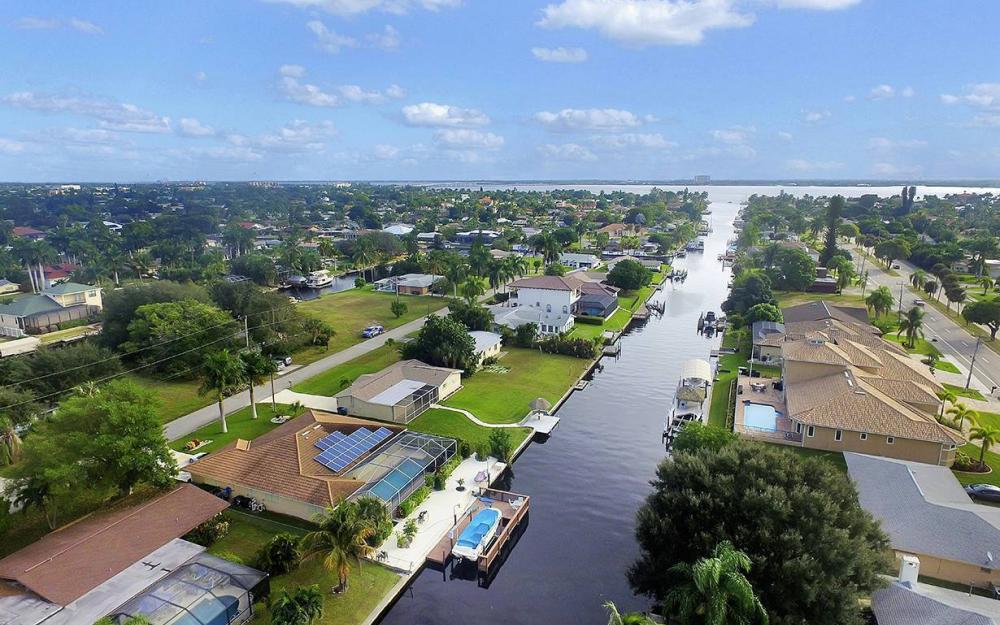 828 Miramar Ct, Cape Coral - House For Sale 2106563065