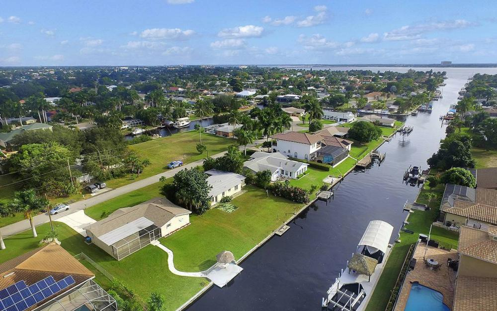 828 Miramar Ct, Cape Coral - House For Sale 1255090180