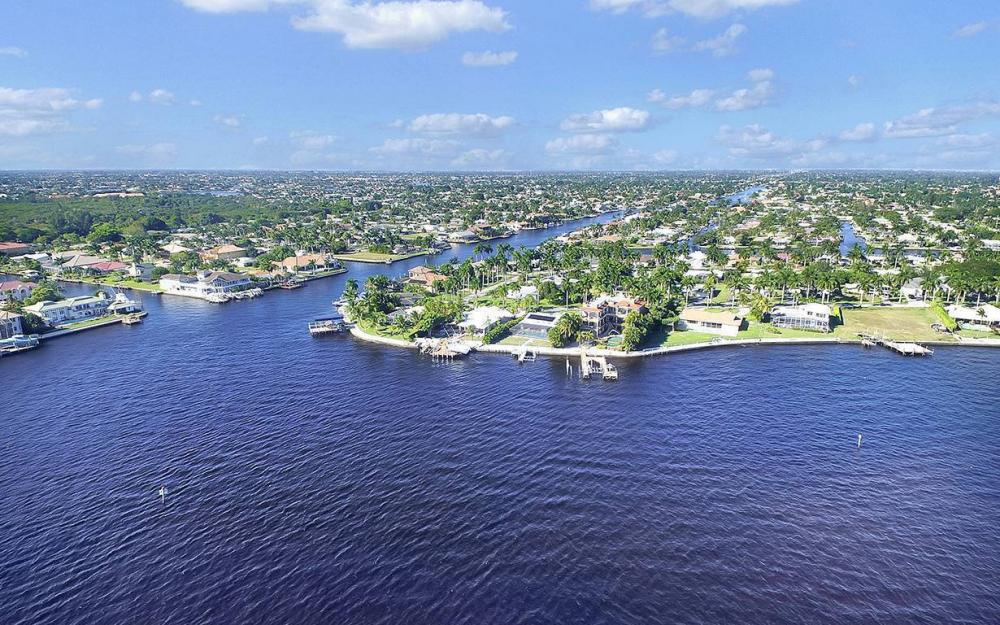 242 Bayshore Dr, Cape Coral - House For Sale 414257477
