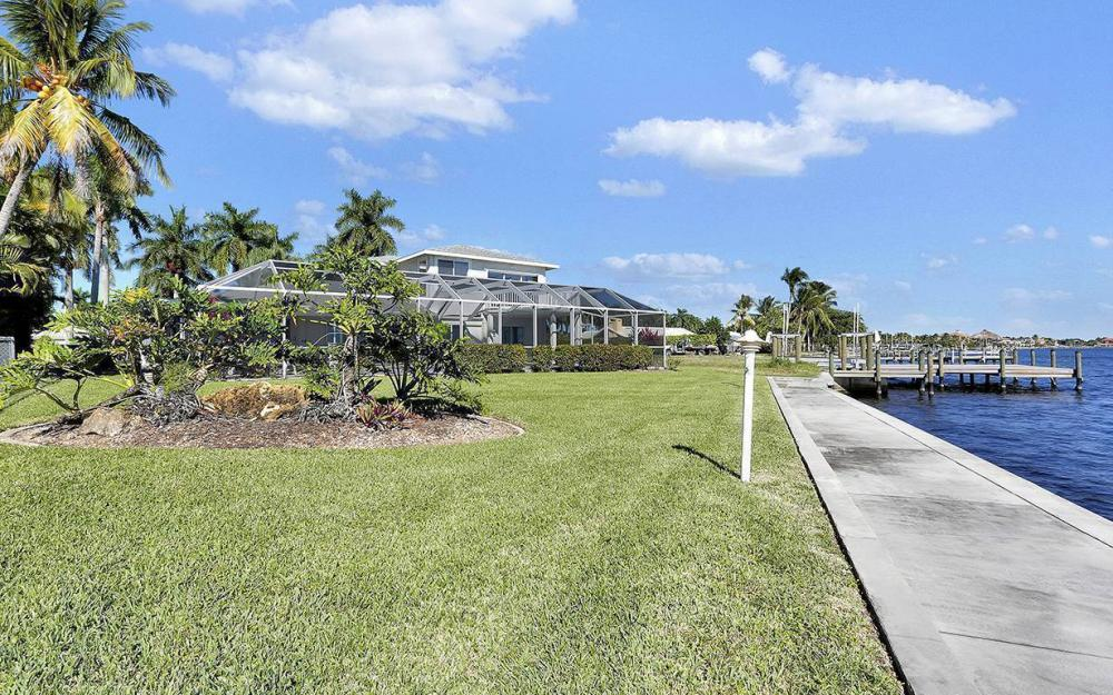 242 Bayshore Dr, Cape Coral - House For Sale 1466341863