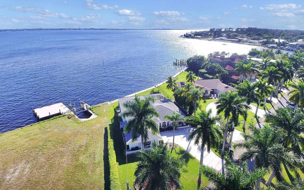 242 Bayshore Dr, Cape Coral - House For Sale 595922426