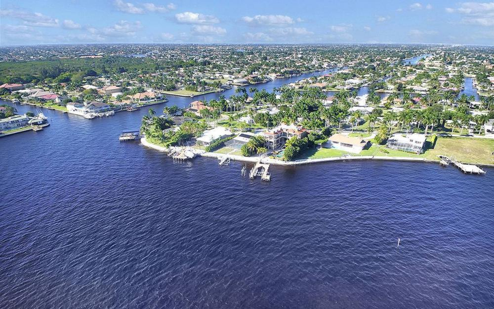 242 Bayshore Dr, Cape Coral - House For Sale 1777242008