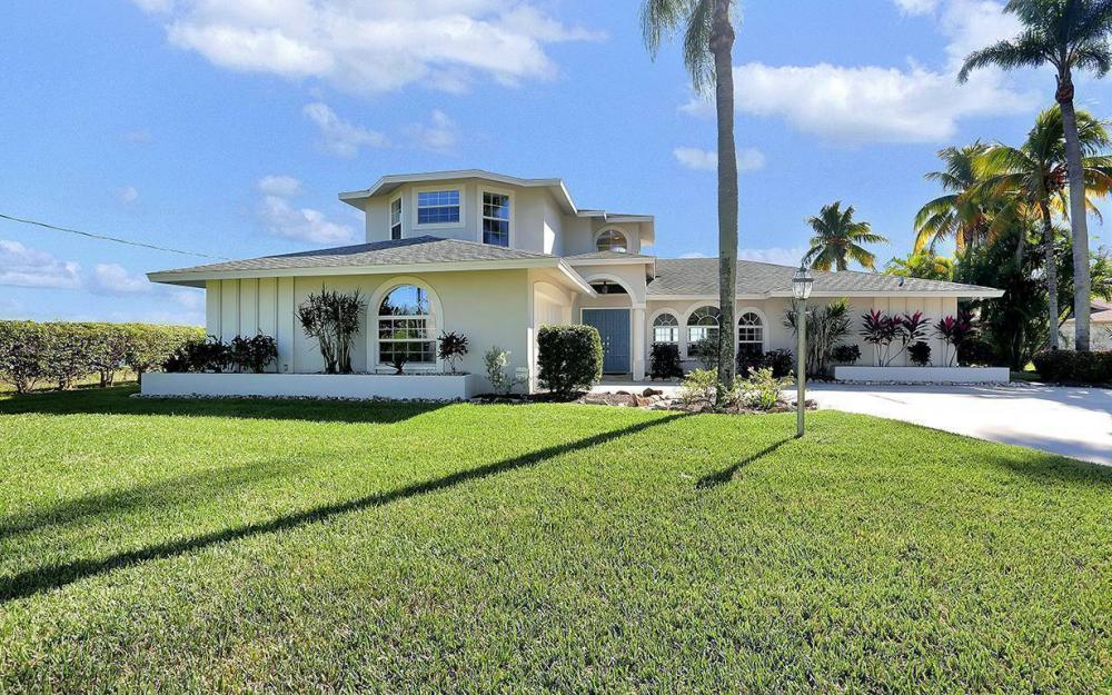 242 Bayshore Dr, Cape Coral - House For Sale 2144733852