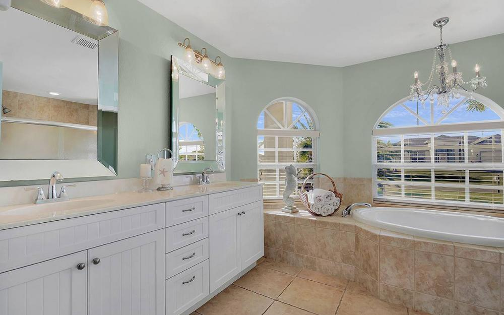 121 NW 8th Ter, Cape Coral - House For Sale 2049770137