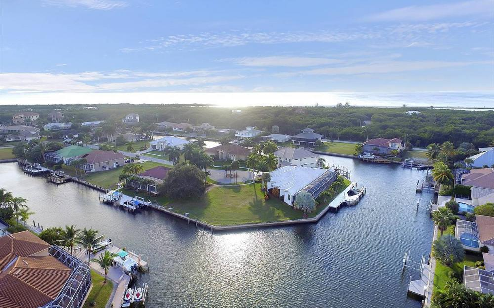 310 Henderson Ct, Marco Island - Lot For Sale 94157509