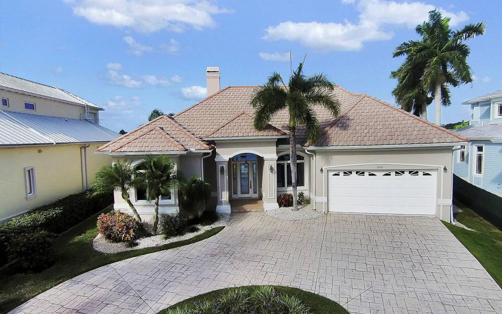 1521 Dolphin Ln, Naples - House For Sale 924693197