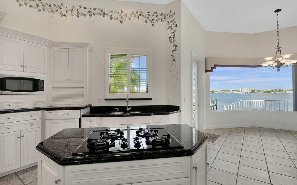 1521 Dolphin Ln, Naples - House For Sale 1181793046