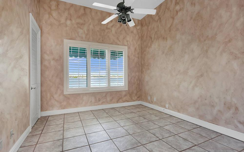 1521 Dolphin Ln, Naples - House For Sale 990524416