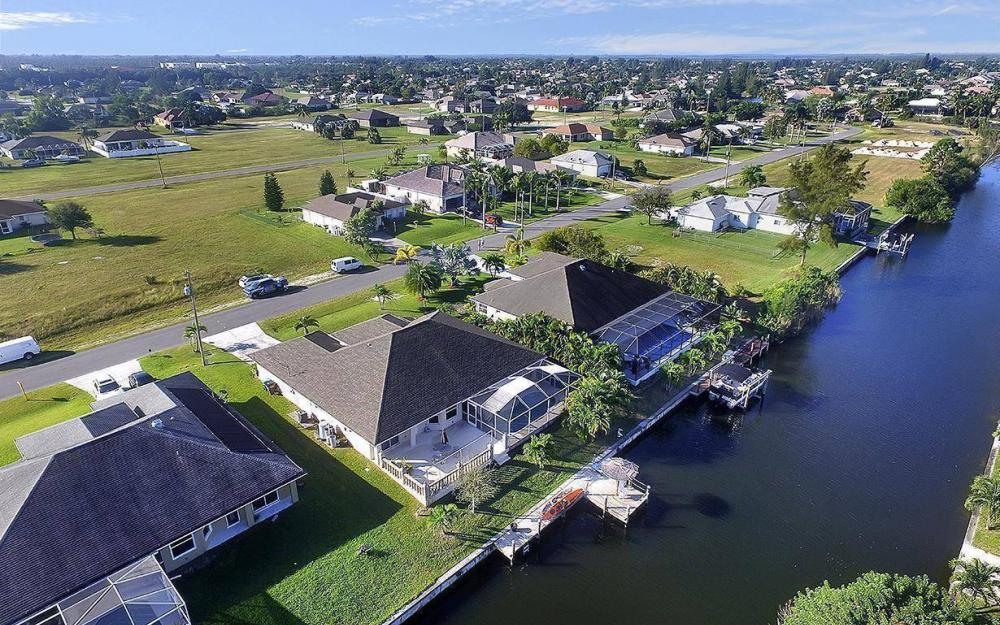 2105 SW 29th Ter, Cape Coral - House For Sale 121793083