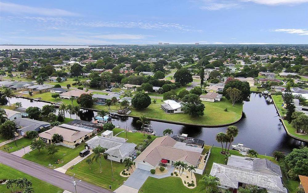 5228 Wisteria Ct, Cape Coral - House For Sale 1862950479
