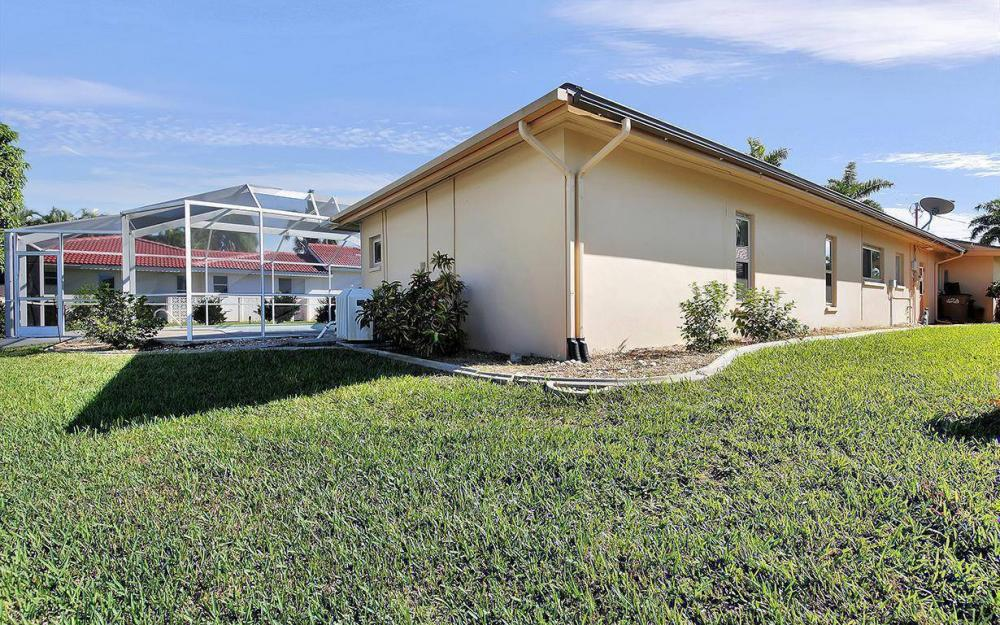 119 Bayshore Dr, Cape Coral - House For Sale 985606443