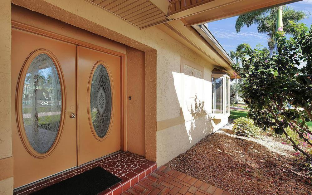 119 Bayshore Dr, Cape Coral - House For Sale 818394234