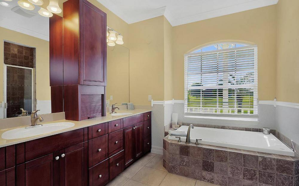 3307 NW 2nd St, Cape Coral - House For Sale 2052445788