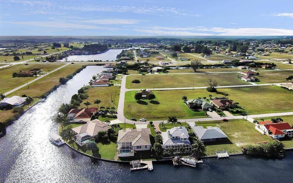 3307 NW 2nd St, Cape Coral - House For Sale 1056235019
