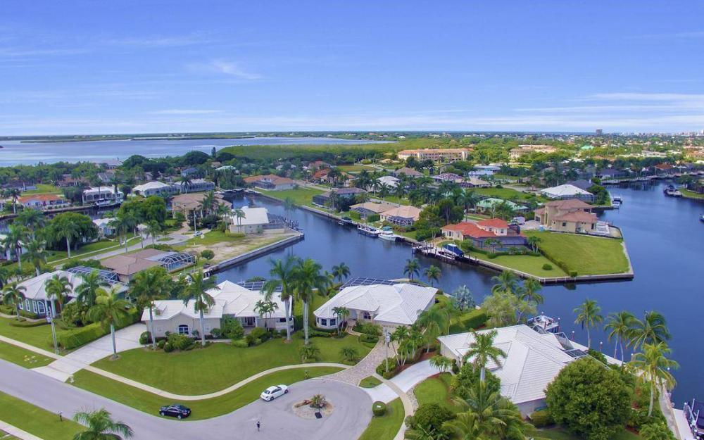 102 Channel Ct, Marco Island - House For Sale 2050144776