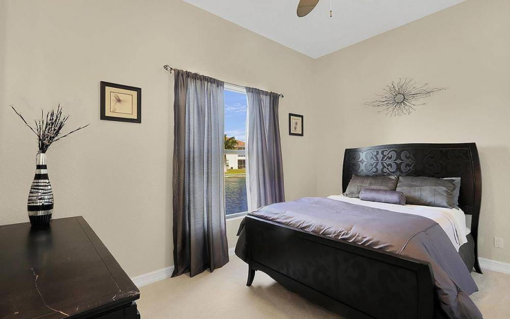 403 SW 4th St, Cape Coral - House For Sale 83767538