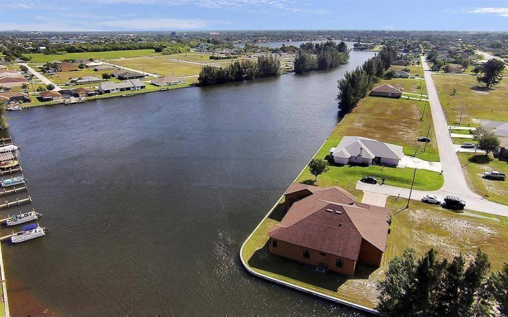 403 SW 4th St, Cape Coral - House For Sale 2144678821