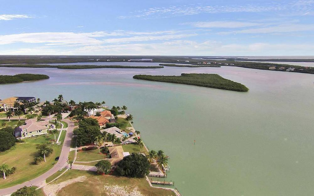 1035 Caxambas Dr, Marco Island - House For Sale 1830082579