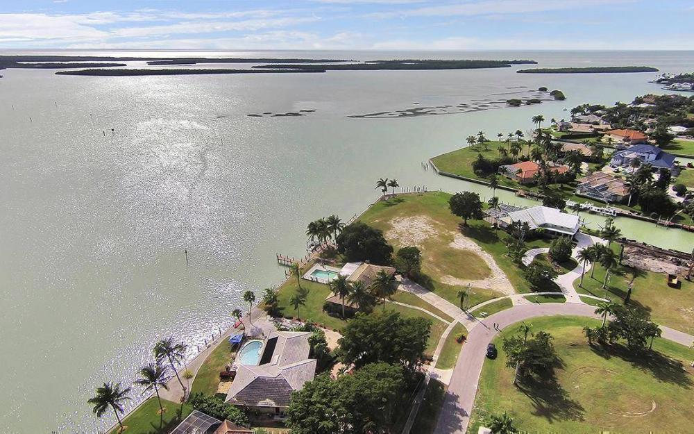 1035 Caxambas Dr, Marco Island - House For Sale 987714810