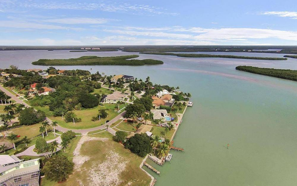 1035 Caxambas Dr, Marco Island - House For Sale 145256338