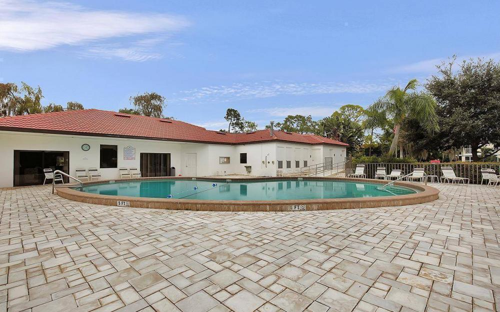1037 Forest Lakes Dr, Naples - House For Sale 1772947916