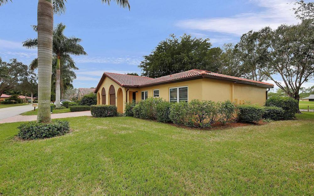 1037 Forest Lakes Dr, Naples - House For Sale 887359032