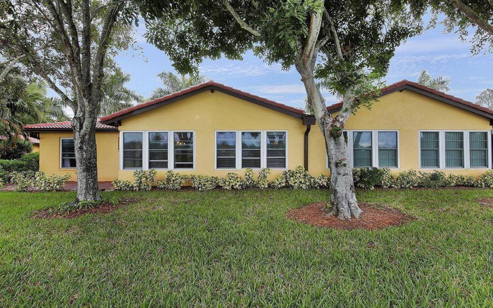 1037 Forest Lakes Dr, Naples - House For Sale 9202202