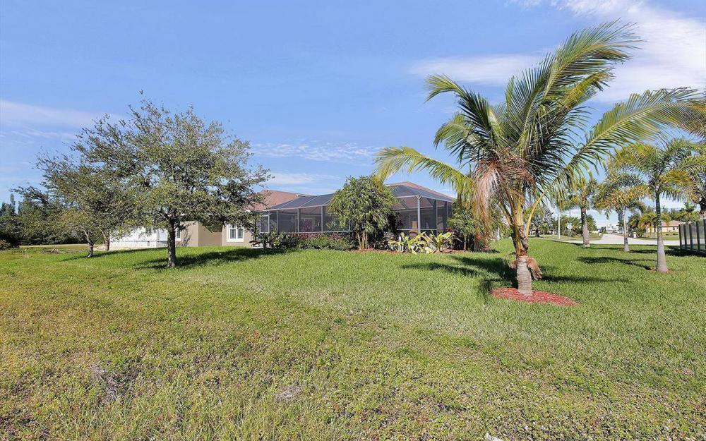 3910 Embers Pkwy W, Cape Coral - House For Sale 2116701131