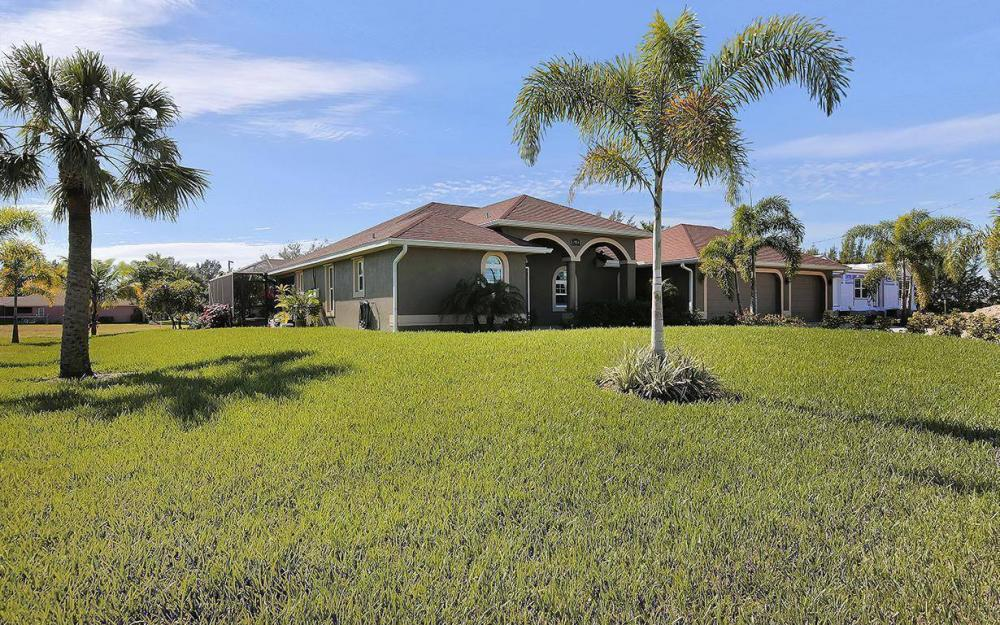 3910 Embers Pkwy W, Cape Coral - House For Sale 1069681318