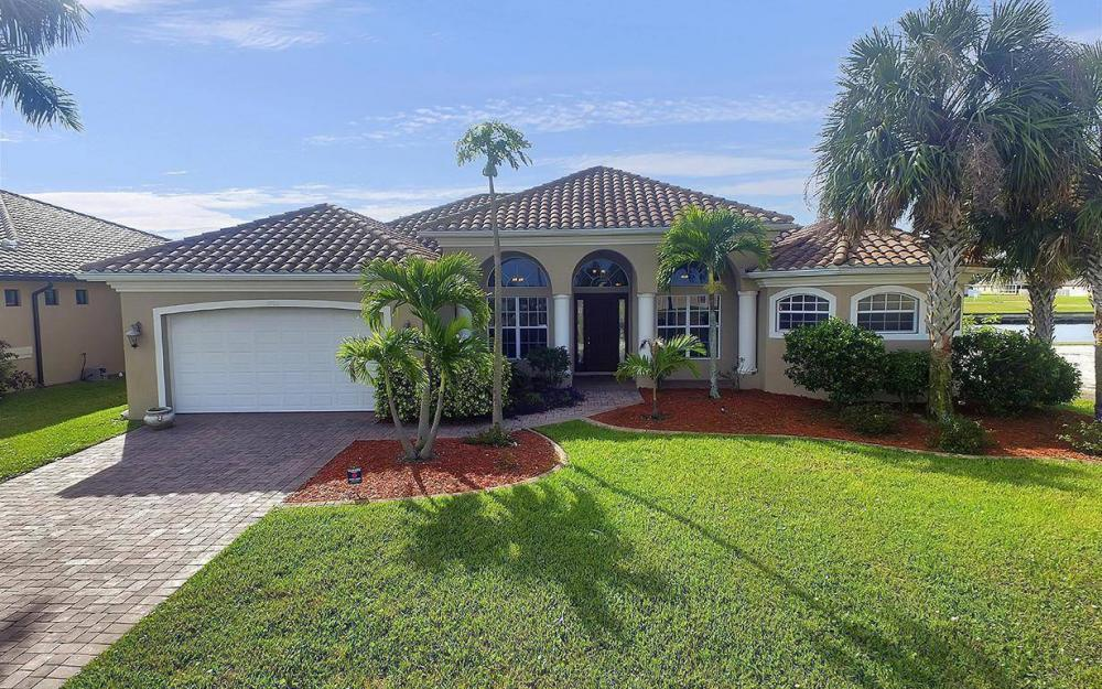 3702 SW 2nd St, Cape Coral - House For Sale 622052578