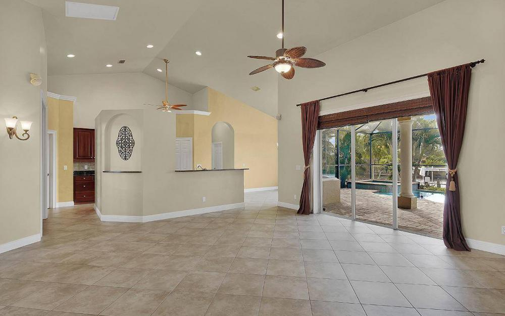 3702 SW 2nd St, Cape Coral - House For Sale 1029117392