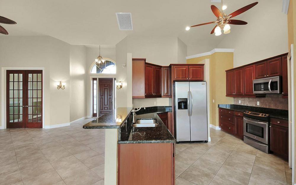 3702 SW 2nd St, Cape Coral - House For Sale 465027611