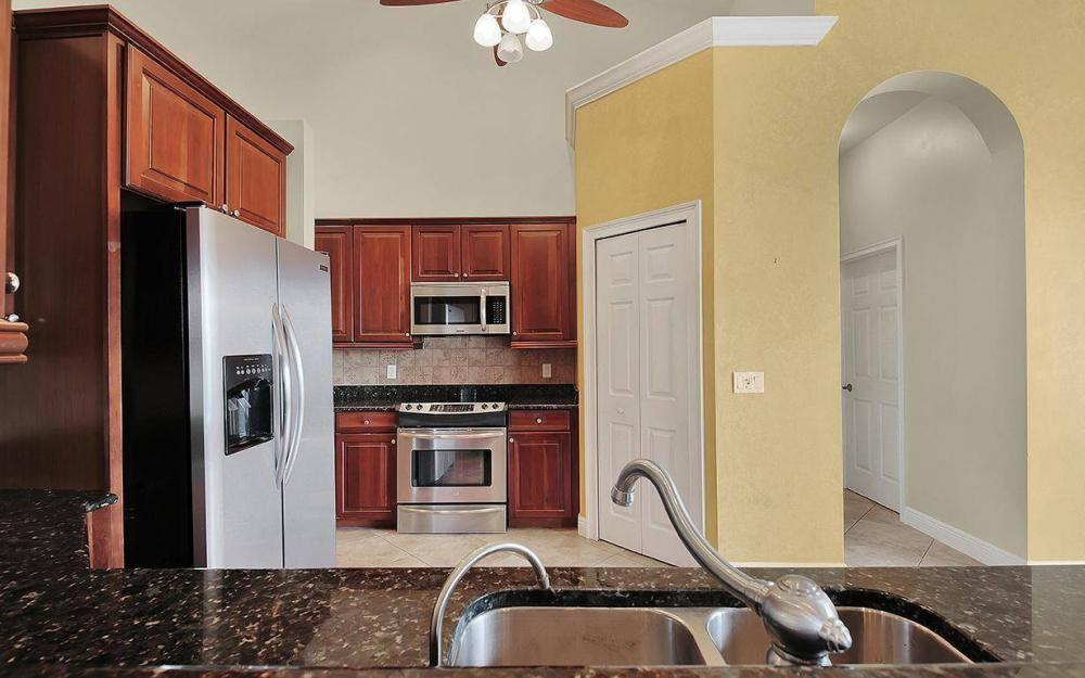 3702 SW 2nd St, Cape Coral - House For Sale 1990186586