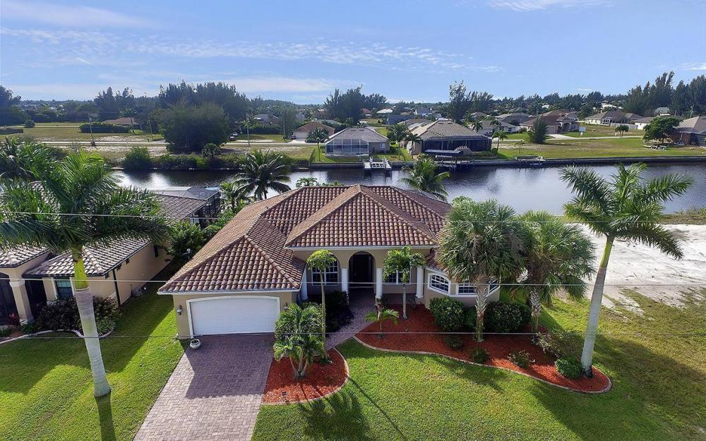 3702 SW 2nd St, Cape Coral - House For Sale 176780689