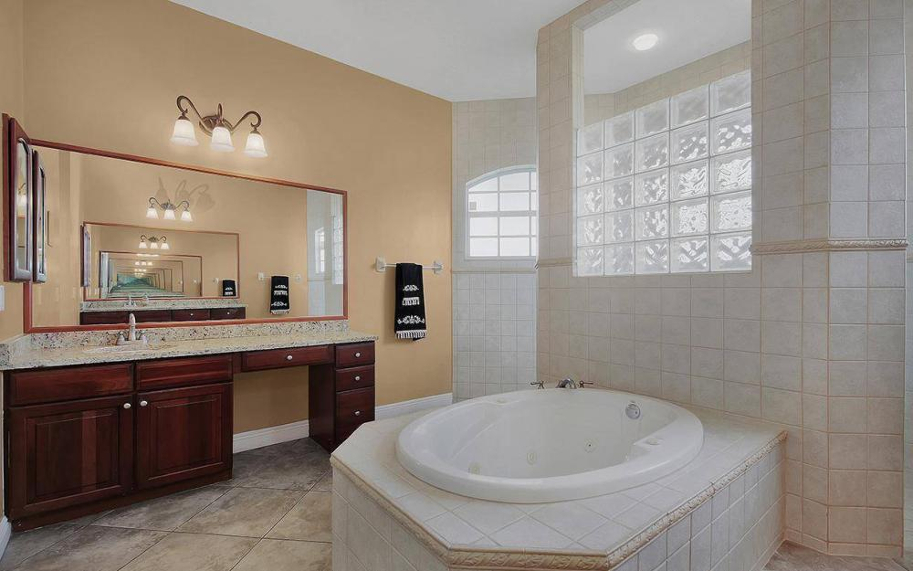 3702 SW 2nd St, Cape Coral - House For Sale 184542775
