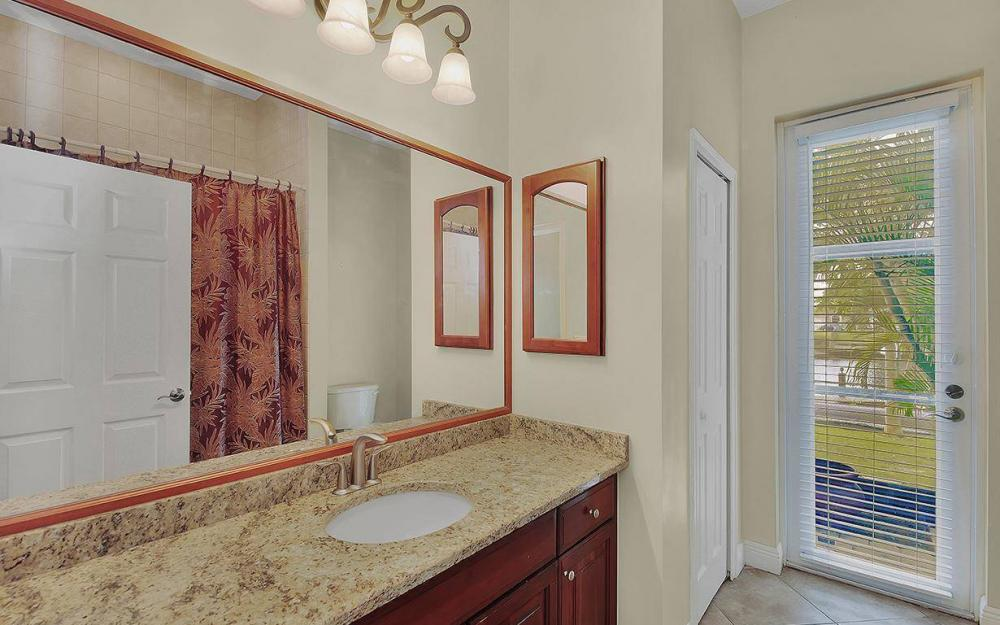 3702 SW 2nd St, Cape Coral - House For Sale 204603051