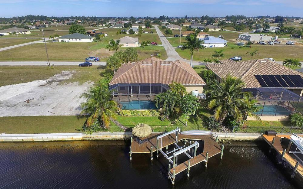 3702 SW 2nd St, Cape Coral - House For Sale 1095498015