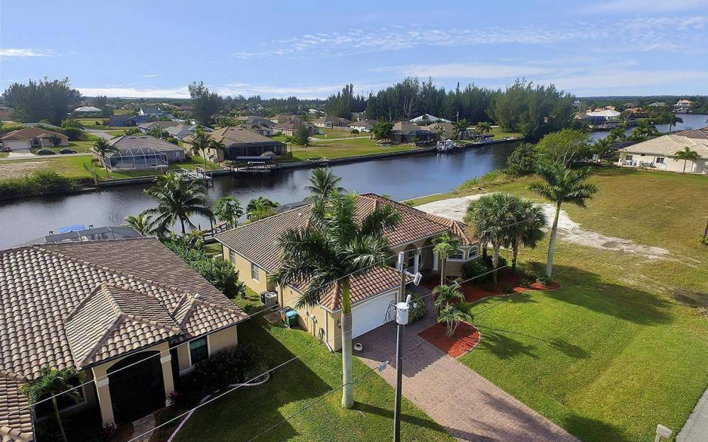 3702 SW 2nd St, Cape Coral - House For Sale 1016327884