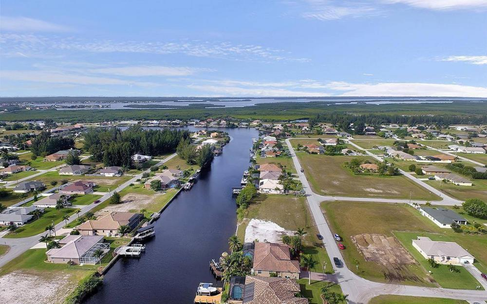 3702 SW 2nd St, Cape Coral - House For Sale 1016711690