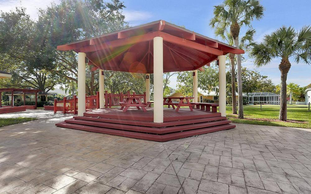 693 Grass Cove Ct, Lehigh Acres - House For Sale 359432355