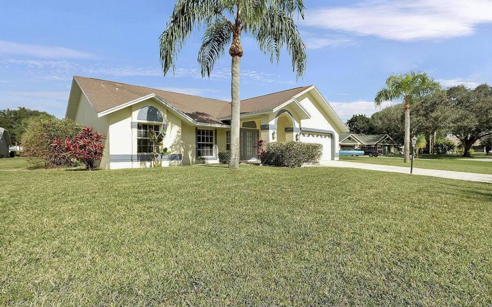 693 Grass Cove Ct, Lehigh Acres - House For Sale 1178378014