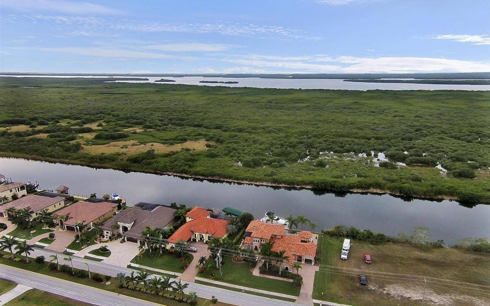 3520 Surfside Blvd, Cape Coral - House For Sale 1733327506