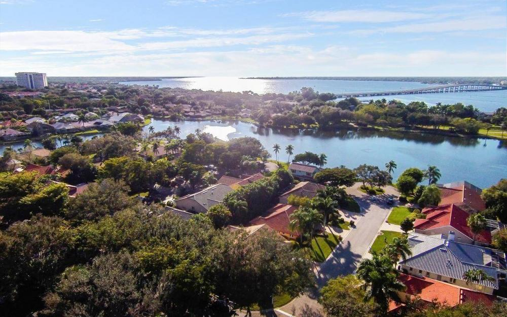 9811 Cuddy Ct, Fort Myers - House For Sale 114337747