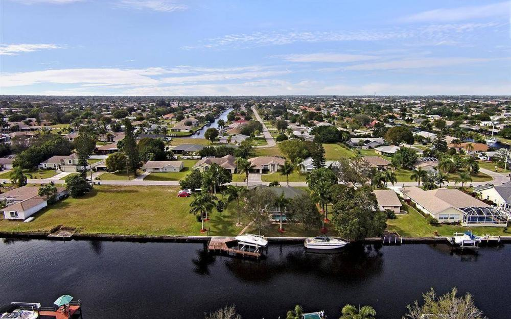 1317 SE 20th Ct, Cape Coral - House For Sale 201043205