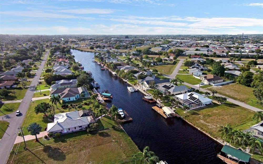 1306 SE 12th St, Cape Coral - House For Sale 1038410531