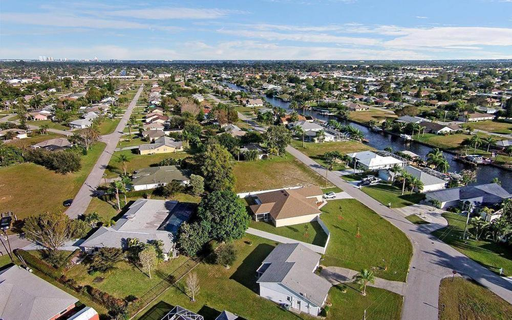 1306 SE 12th St, Cape Coral - House For Sale 833329242