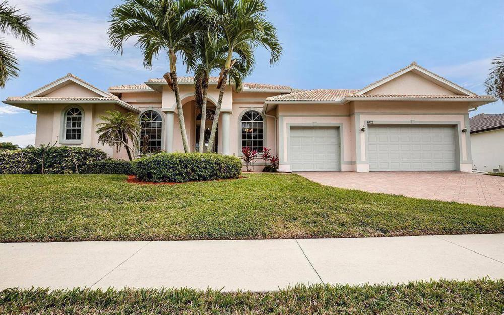 609 Crescent St, Marco Island - House For Sale 1133537121