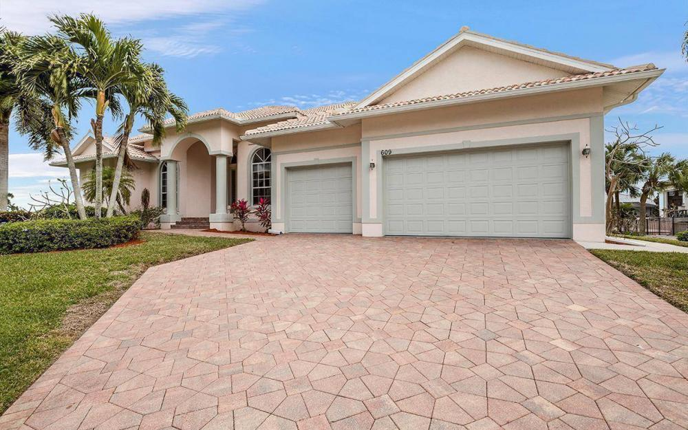 609 Crescent St, Marco Island - House For Sale 905895339
