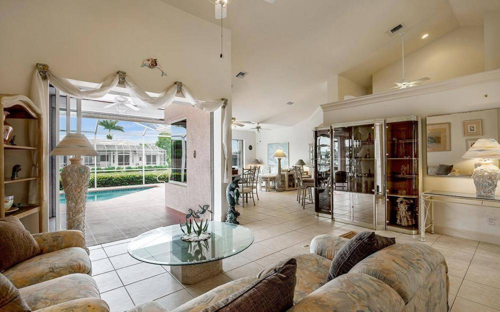 609 Crescent St, Marco Island - House For Sale 141460321