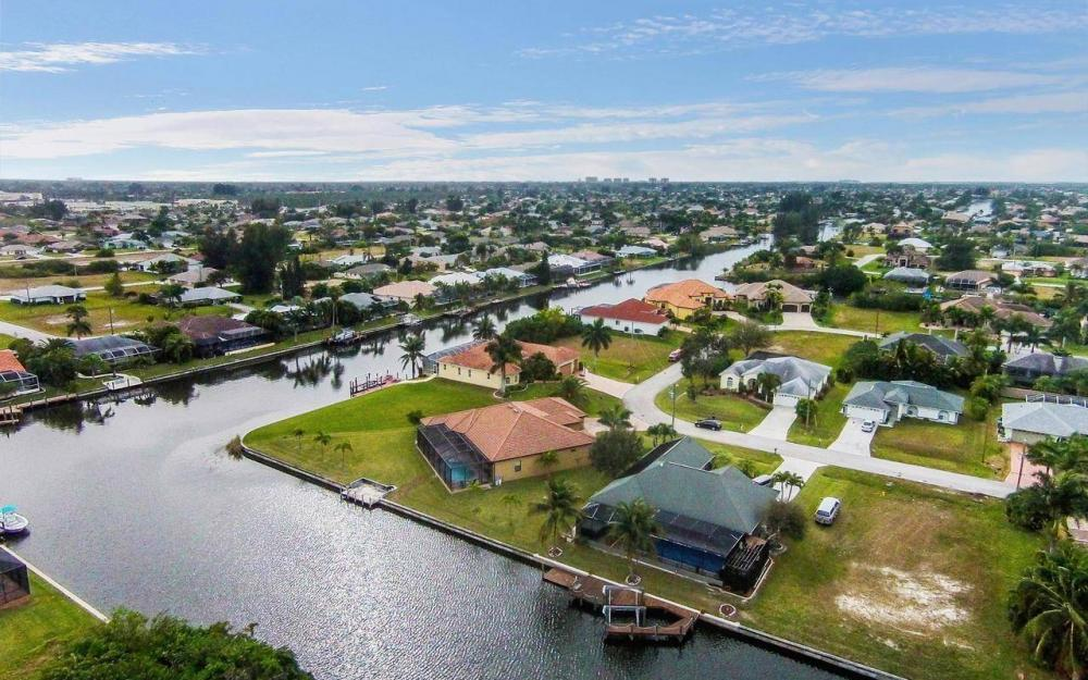 2801 SW 33rd St, Cape Coral - House For Sale 232282815